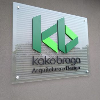 kakobraga-painel-vidro-letra-bloco